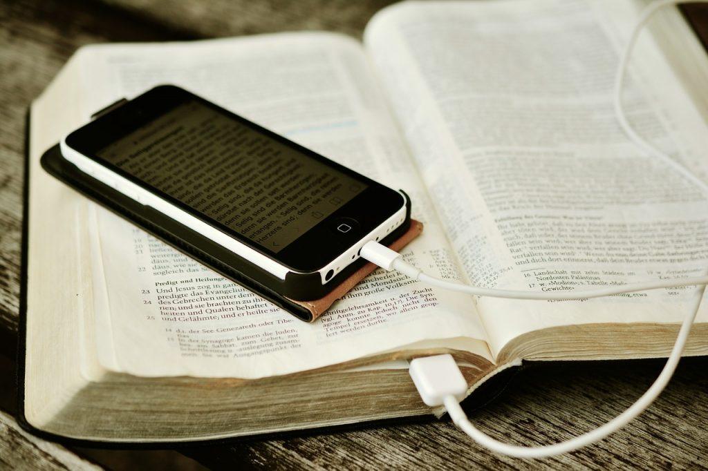 smartphone reading