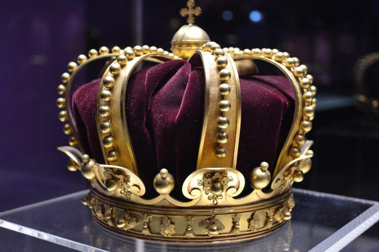 Британският кралски протокол и причудливи клаузи в него
