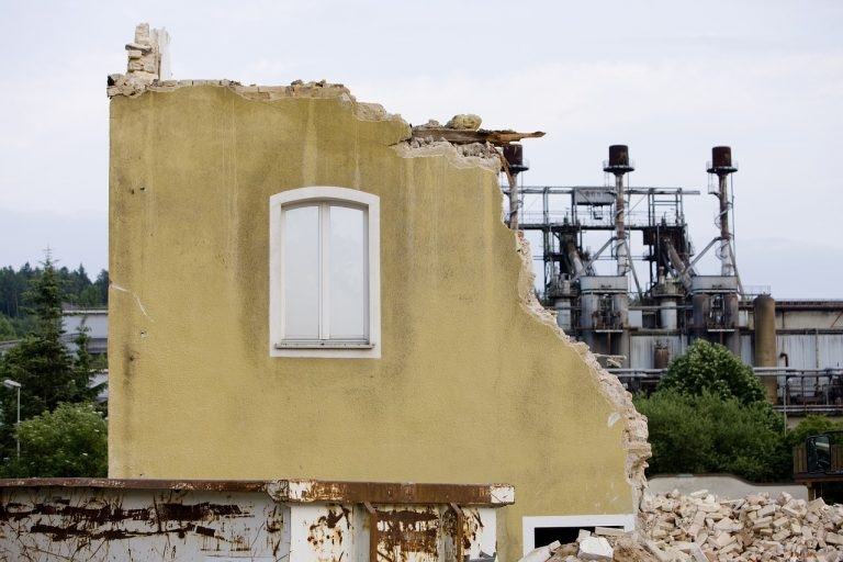 Предимства и недостатъци при методите за разрушаване на сгради